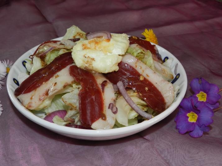 Salade au chèvre et magret de canard séché